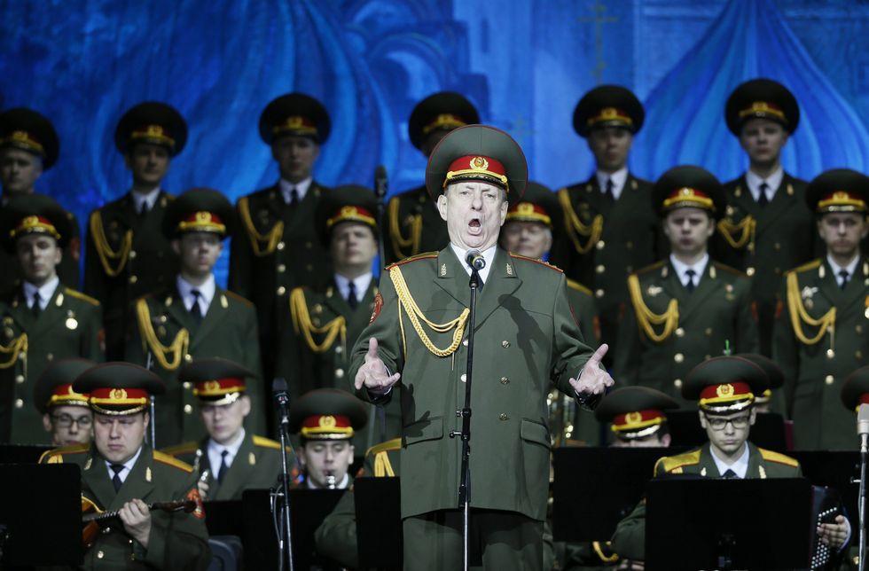 La actuación que hizo famoso al solista del coro del ejército ruso.Los canadienses Arcade Fire, que editaron  I Give You The Power  en referencia a Donald Trump