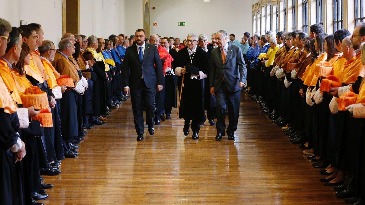 Adrián Barbón, Santiago García Granda y Ladislao «Lalo» Azcona, en el inicio de curso de la Universidad de Oviedo