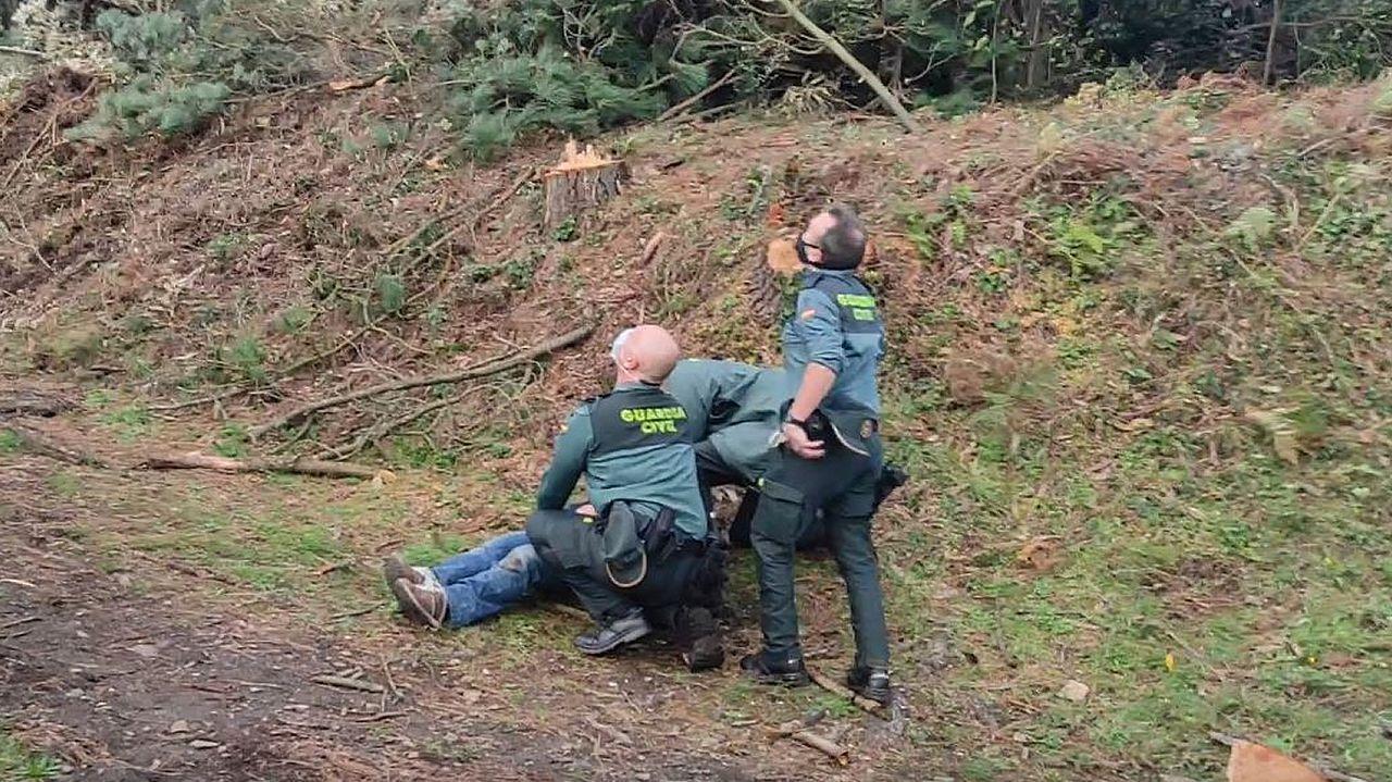 Momento de la evacuación del herido en helicóptero