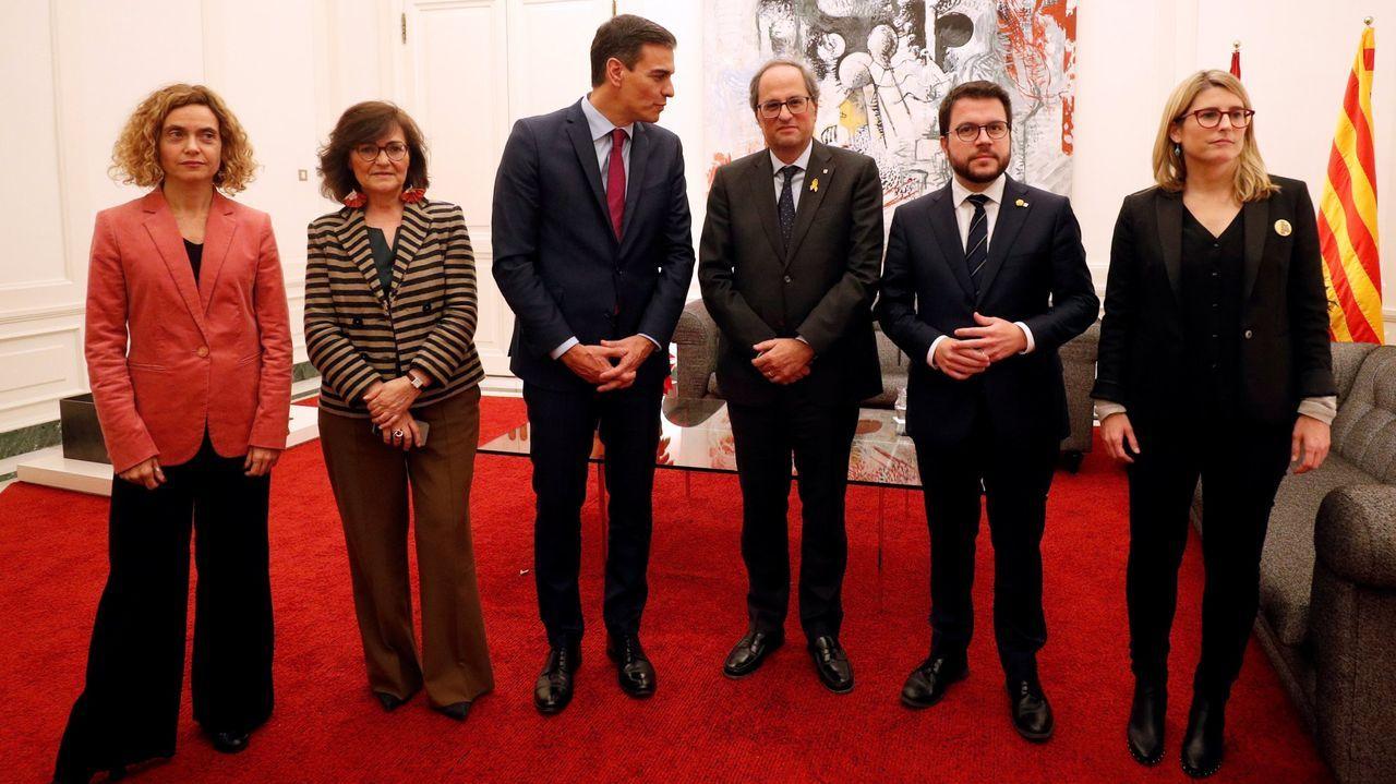 Meritxell Batet, Carmen Calvo, Pedro Sánchez, Quim Torra, Pere Aragonès y Elsa Artadi, en una imagen de archivo de su encuentro en Barcelona en diciembre del 2018.