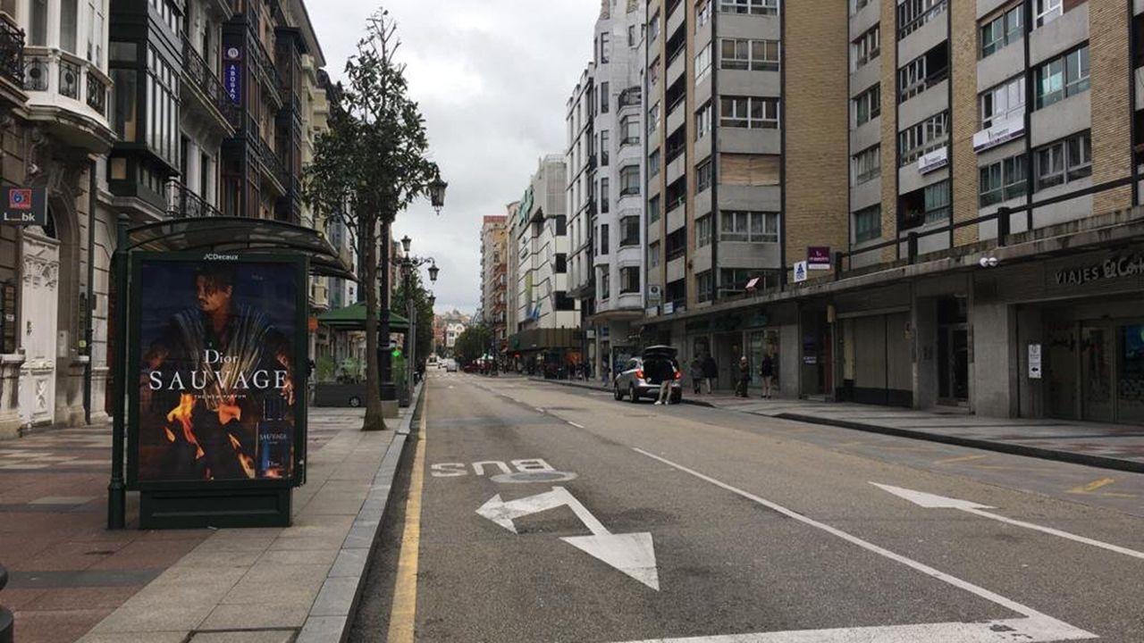 La calle Uría de Oviedo, vacía