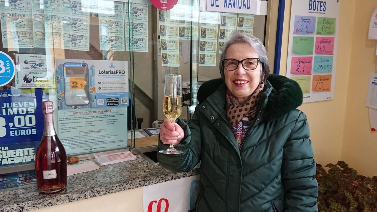 Otilia celebra que en su administración de A Fonsagrada se ha vendido una serie del segundo premio