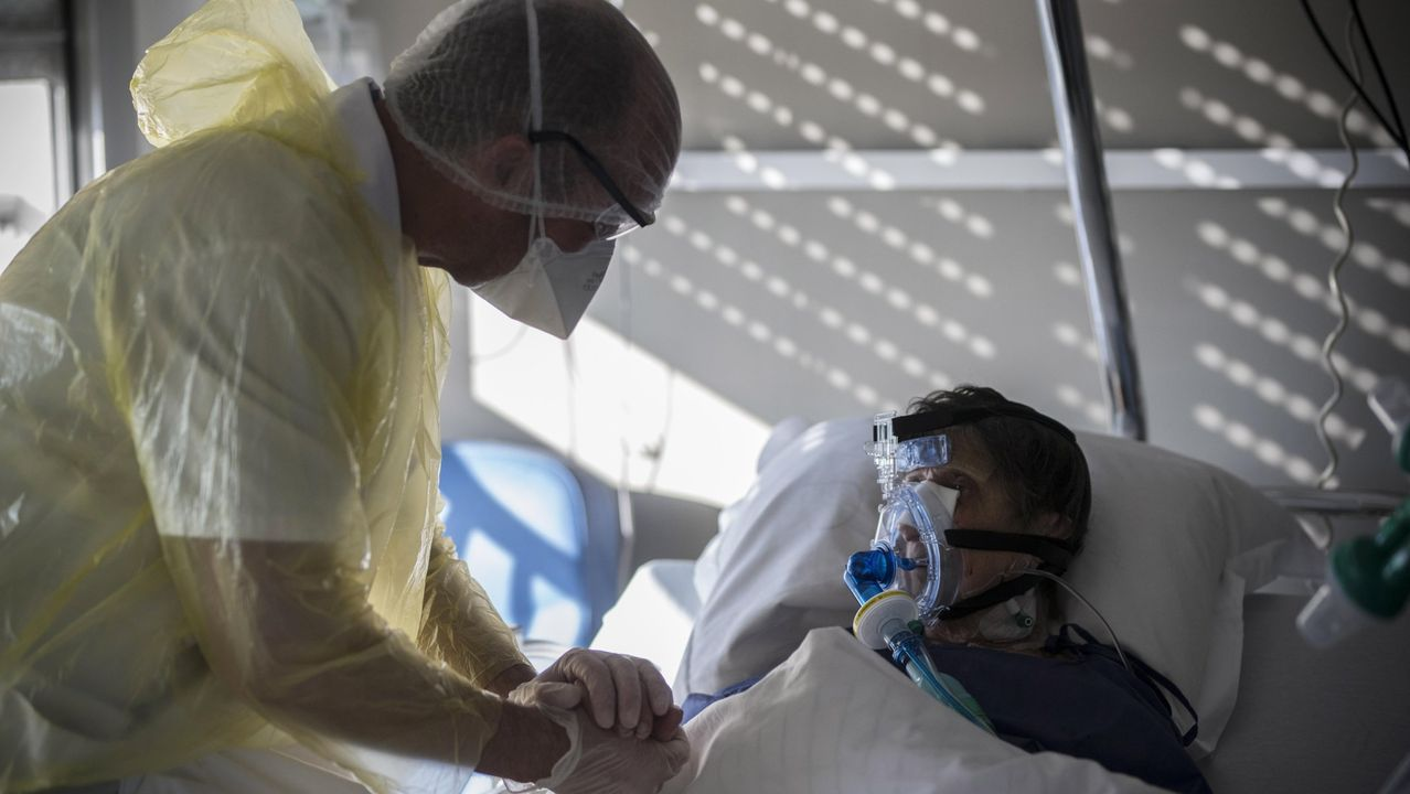 Científicos húngaros trabajan en la consecución de una vacuna contra el coronavirus.Un paciente de covid-19 en un hospital en la localidad francesa de Bagnolet, cerca de París.