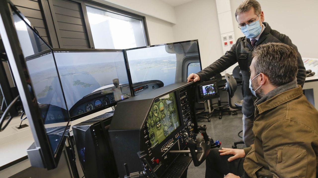 Así funciona el simulador de vuelo del Boeing Lab.Martín Padrón, alumno del IES Blanco Amor