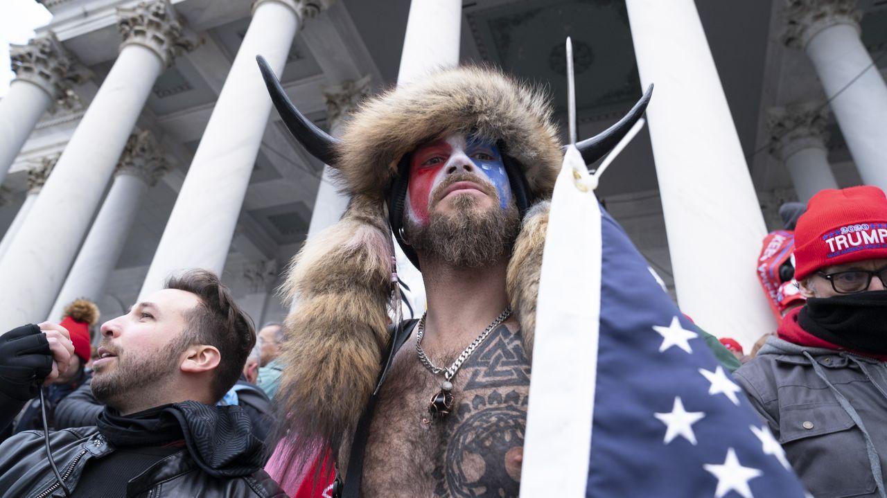 Partidarios de Trump protestan durante la investidura de Biden