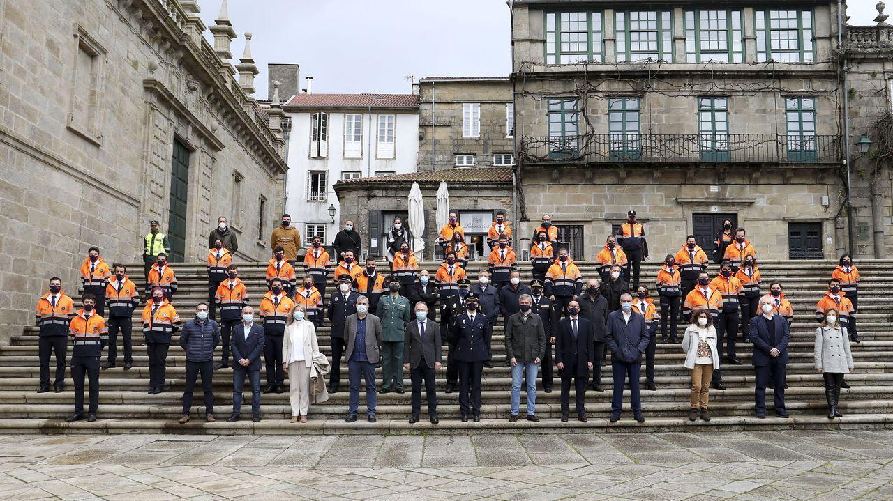 Protección Civil de Santiago celebra su 25 aniversario.La Policía Local de Santiago controlando que se cumplen las medidas contra el covid en los locales de hostelería