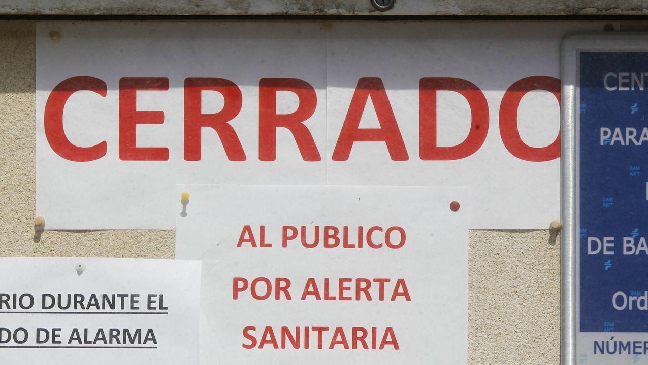 La visita a Ferrol de la ministra de Política Territorial Carolina Darias.Educadoras del centro de Piñeiros y los pequeños que ayer iniciaron la incorporación gradual