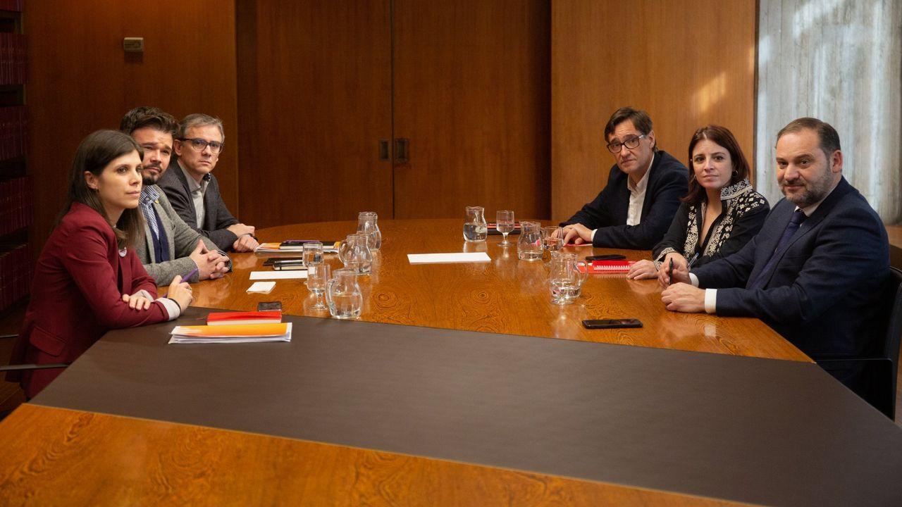 Todas las imágenes de la comparecencia de Pedro Sánchez y Pablo Iglesias.Equipos negocidaores de ERC y el PSOE, reunidos en Barcelona el 10 de diciembre