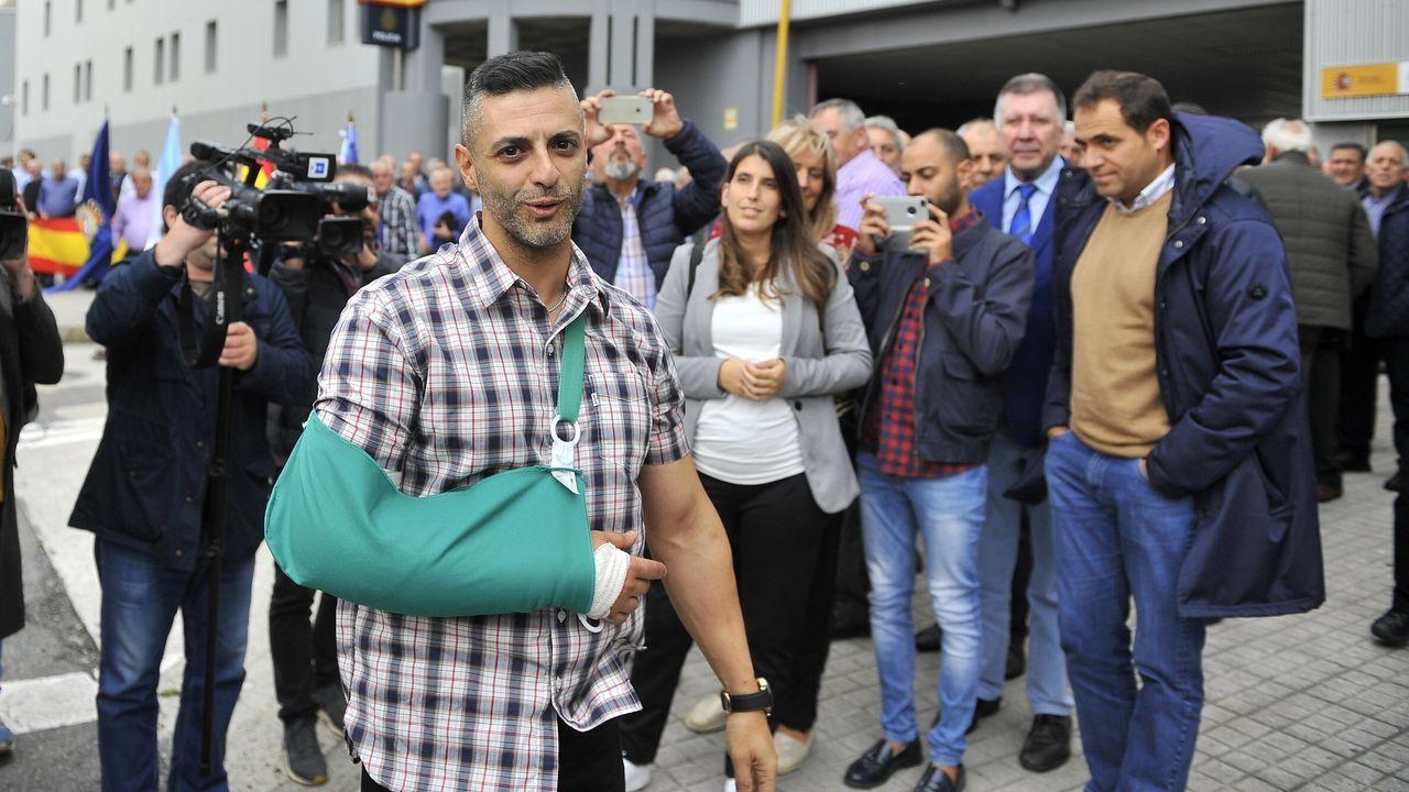 Ángel Hernández, en imagen de archivo, al llegar a A Coruña tras haber sido herido en los disturbios de Barcelona