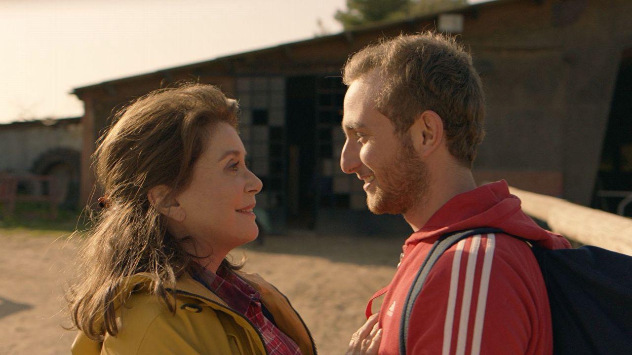 Deneuve y Kacey Mottet Klein, en una escena del filme de Téchiné