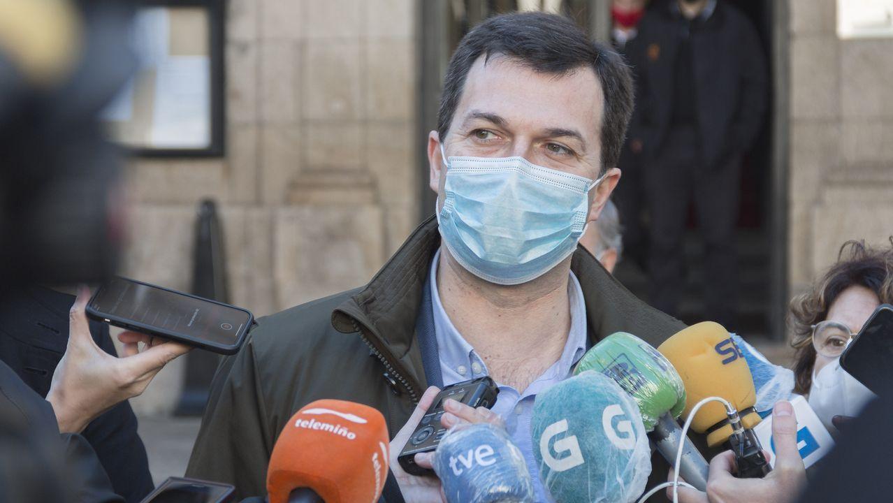 Gonzalo Caballero responde a las preguntas de los lectores de La Voz de Galicia.Imagen del hemiciclo en la sesion de apertura de la actual legislatura