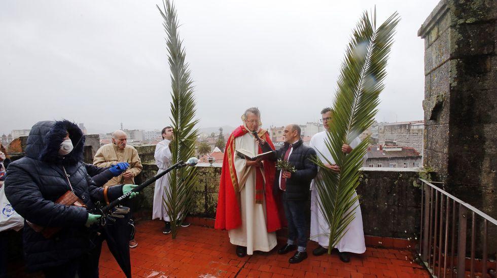Bendición de ramos desde el campanario de la basílica de Santa María
