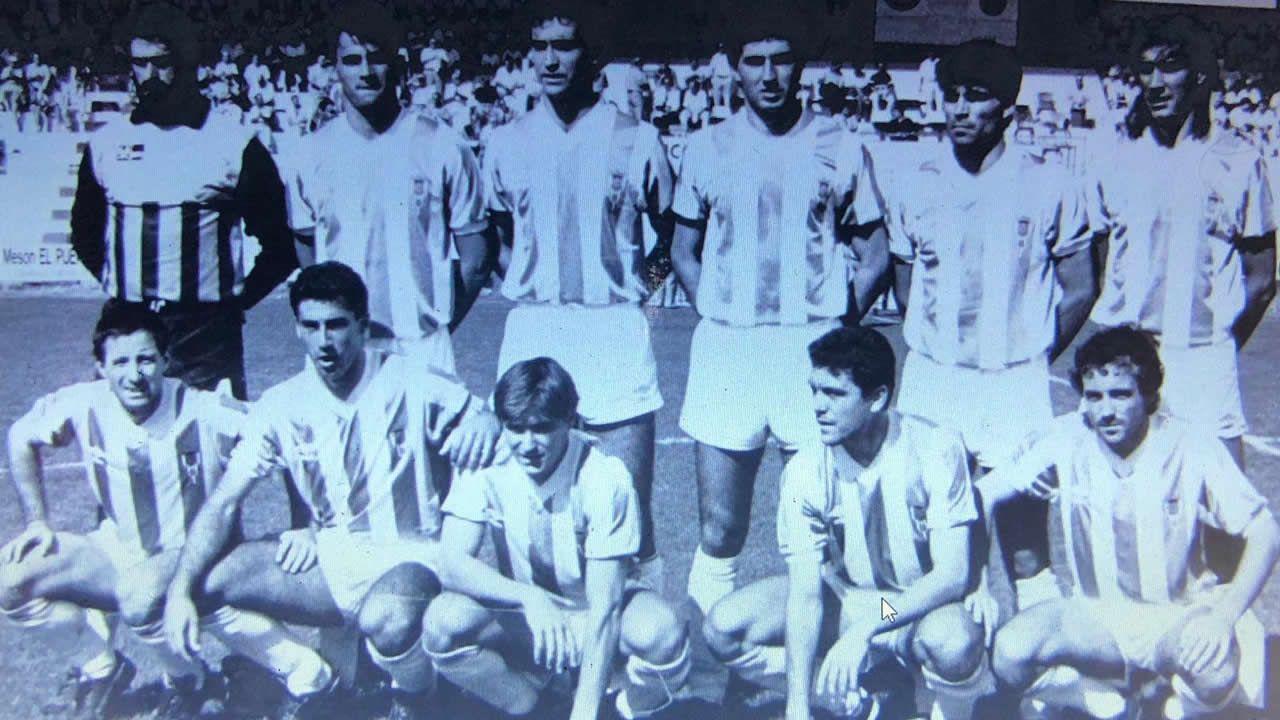 Juan Antonio Anquela, primero por la izquierda en la fila de abajo junto a Miguel Ángel Portugal, de pie, a la derecha