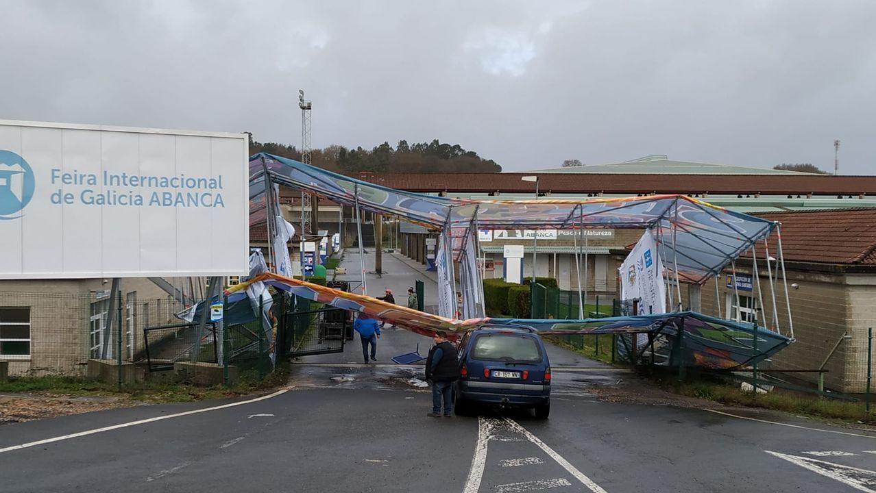 En la entrada de la Feria Semana Verde de Silleda cayeron varios andamiajes publicitarios