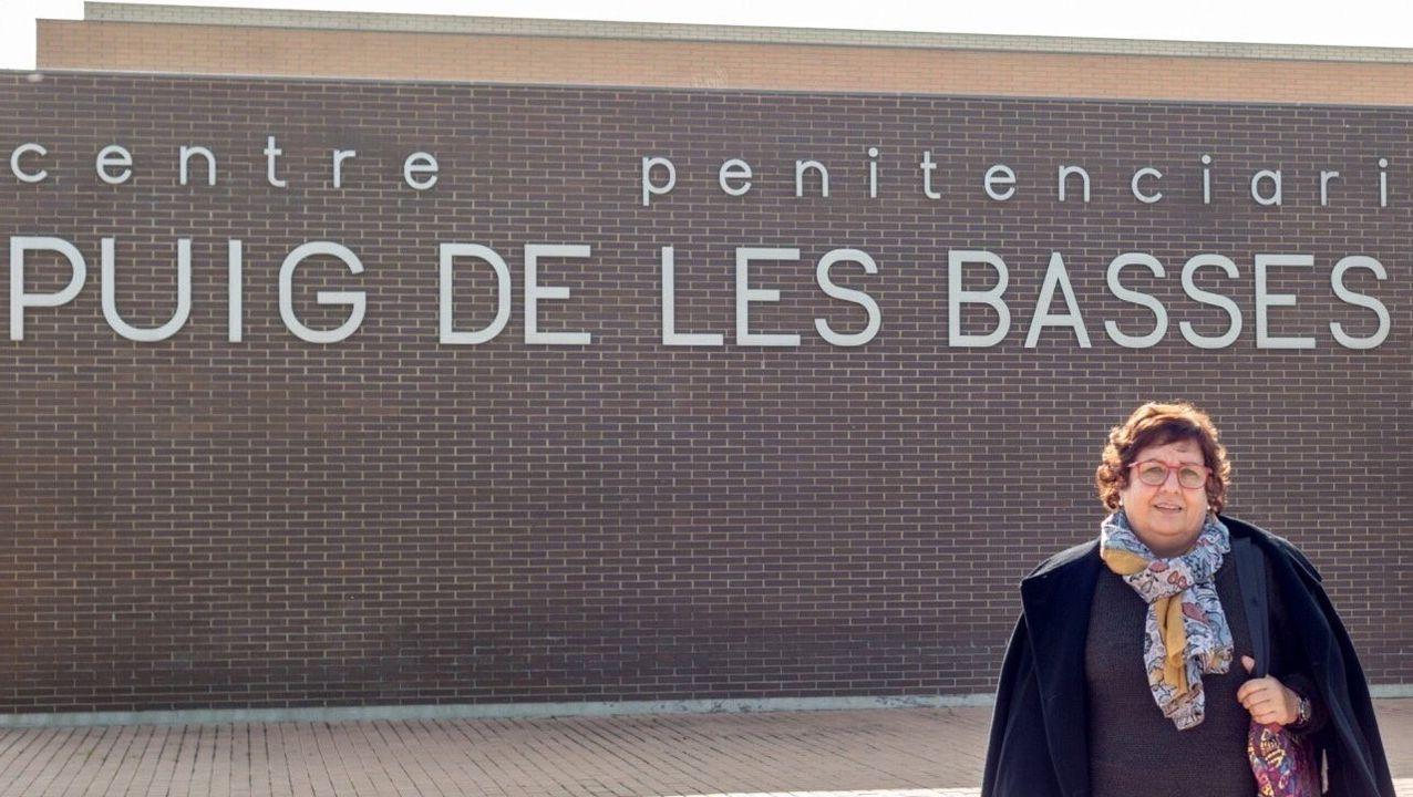 Dolors Bassa,a la salida de la cárcel de Gerona