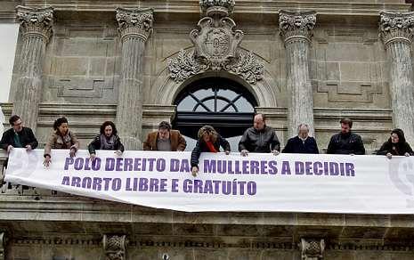 <span lang= es-es >Pontevedra, por el aborto libre</span>. El Gobierno municipal de Pontevedra, formado por BNG y PSOE, colgó una pancarta a favor del aborto libre, como recoge la ley del 2010