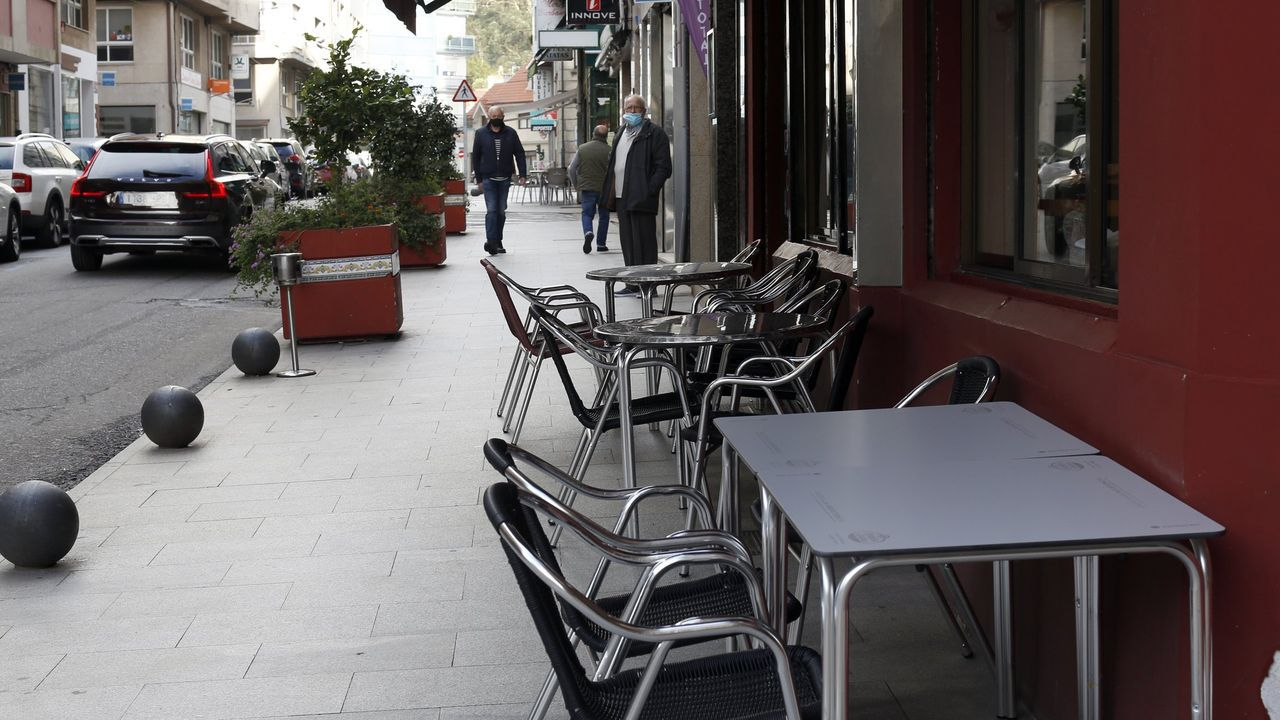 Terrazas llenas en el primer día de la primavera gallega
