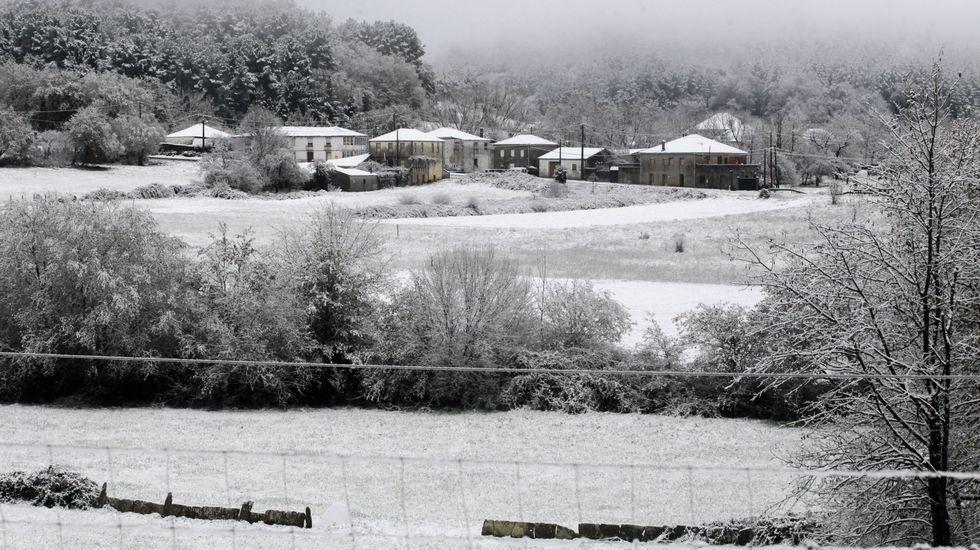 Nieve en el pueblo de Noceda, en la parte baja del municipio de O Incio