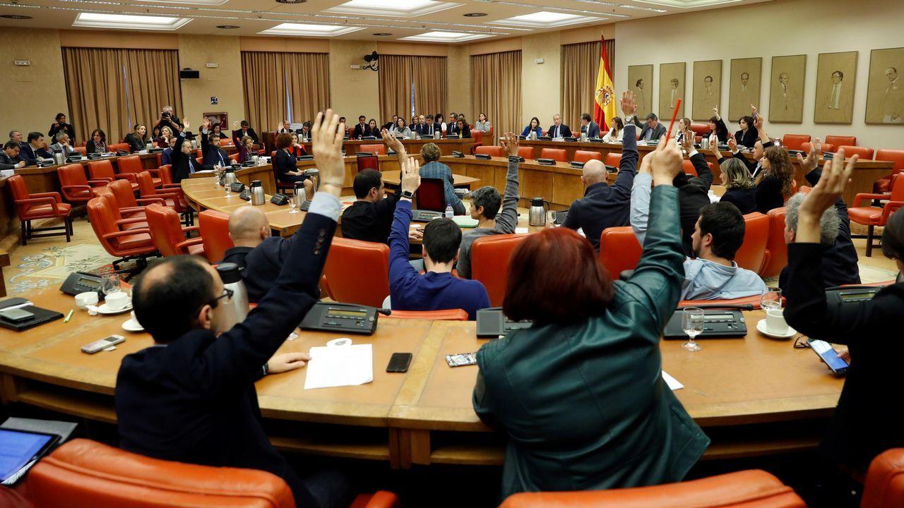 Los diputados Iñigo Méndez de Vigo (i), Álvaro Nadal (c) y Cristóbal Montoro, durante la runión de la Diputación Permanente en el Congreso de los Diputados