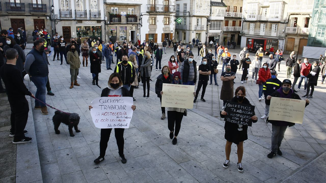 Más gente que el sábado participó este jueves en la concentración de protesta por la grave situación de la hostelería