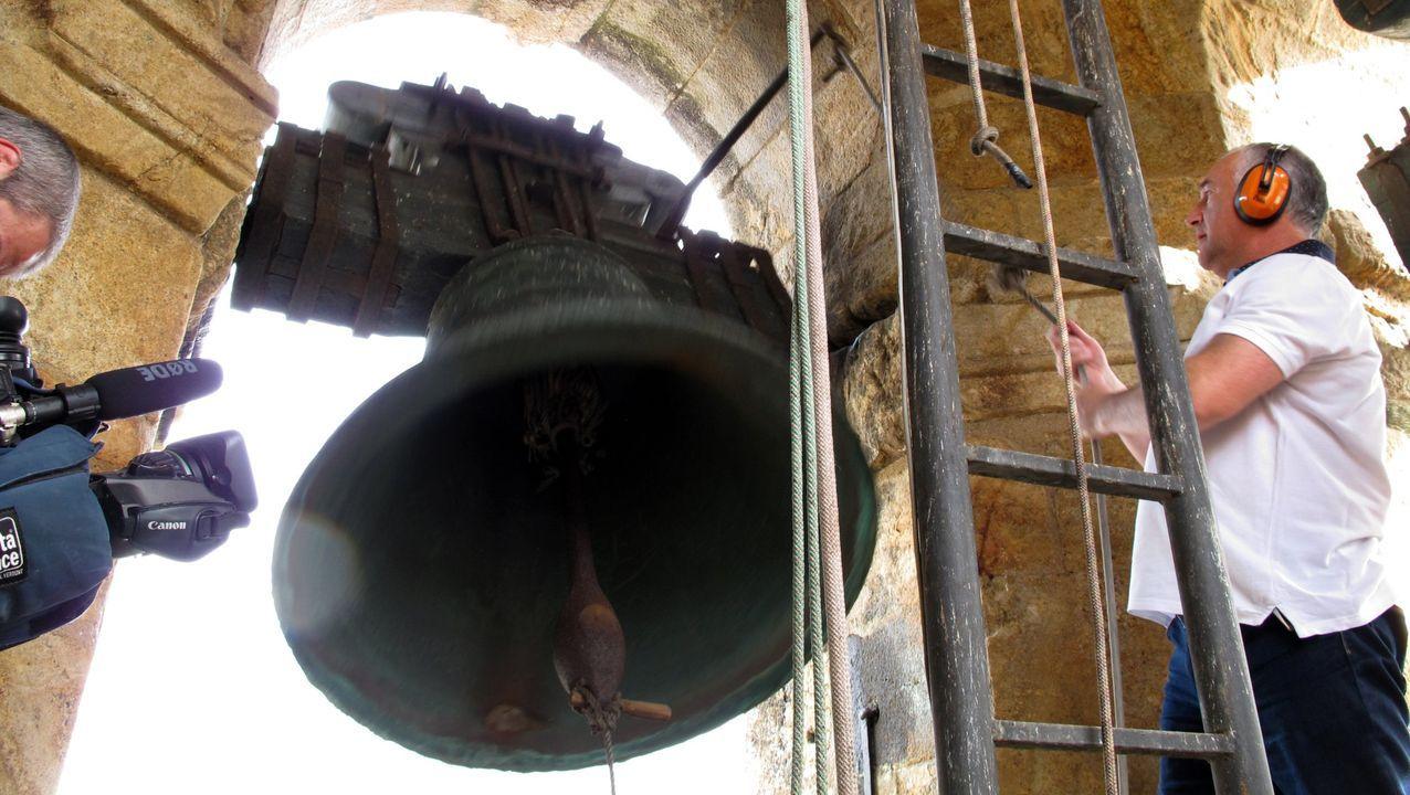 bautismo, bautizo, bautizar, Iglesia.Campanario de la catedral de Mondoñedo, en una imagen de archivo