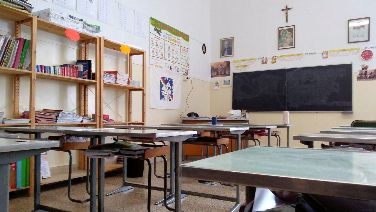 Aula vacía de la escuela Pio IX de Roma. En España también se han suspendido las clases por la propagación del virus. En la ciudad de Vitoria las aulas ya están vacías y los colegios, institutos y universidades de la Comunidad de Madrid también cerrarán desde el próximo miércoles y durante 15 días