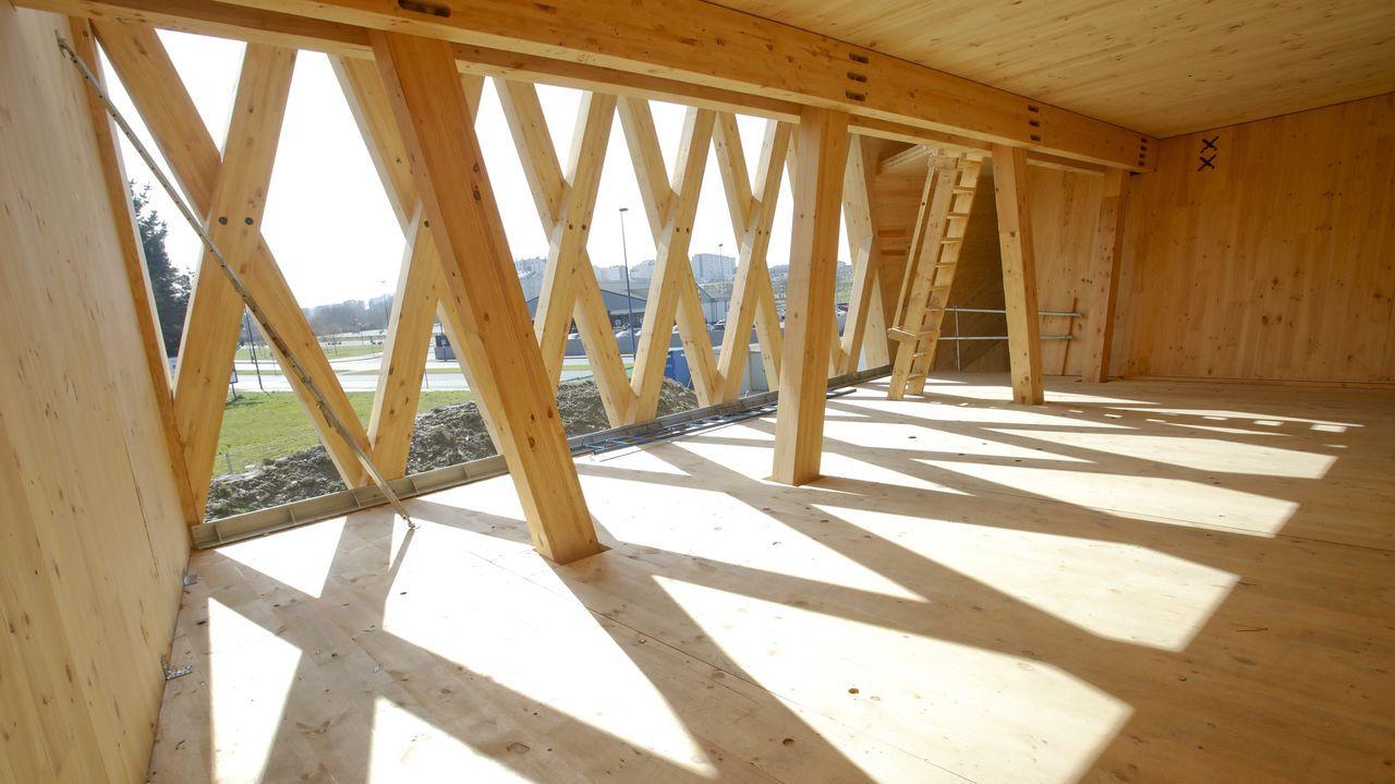 La primera planta. En la fachada va la galería, y en el interior un vidrio delimitará la zona de galería de la oficina