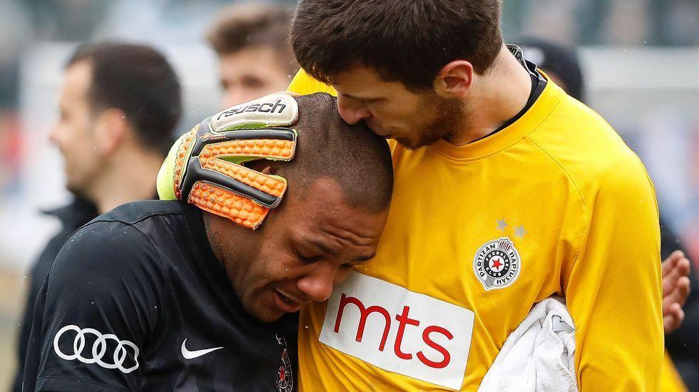 Everton Luiz se retira llorando de un partido tras recibir insultos racistas.Hinchas del Zenit