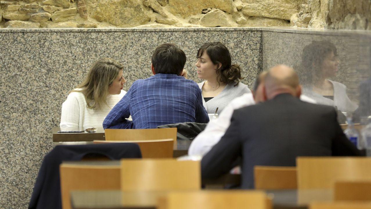 Paula Quinteiro y Carmen Santos en la cafeteriá del Parlamento