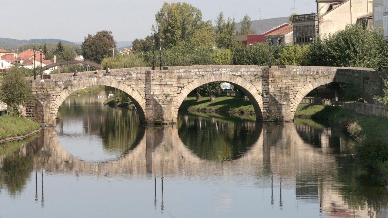 Fotografía de archivo del puente viejo de Monforte