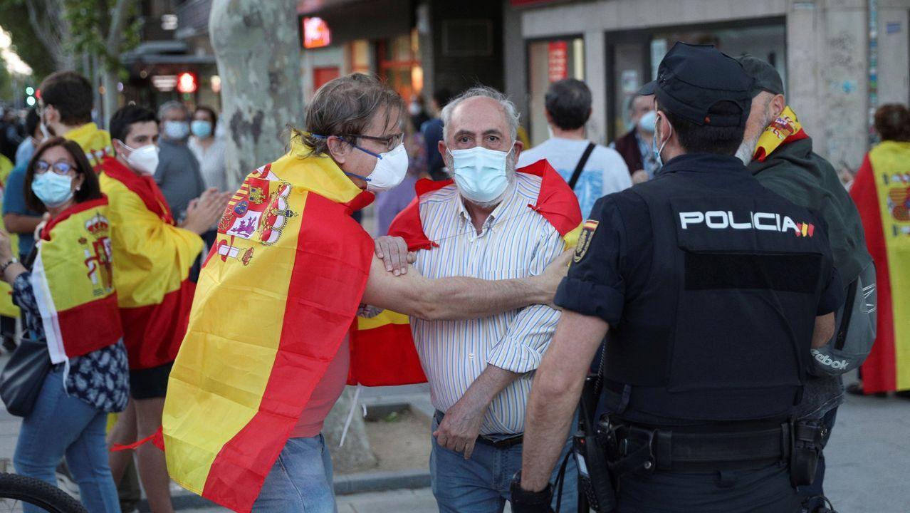 En el lugar se manifestaron personas de diferentes ideologías, que acabaron enfrentados.