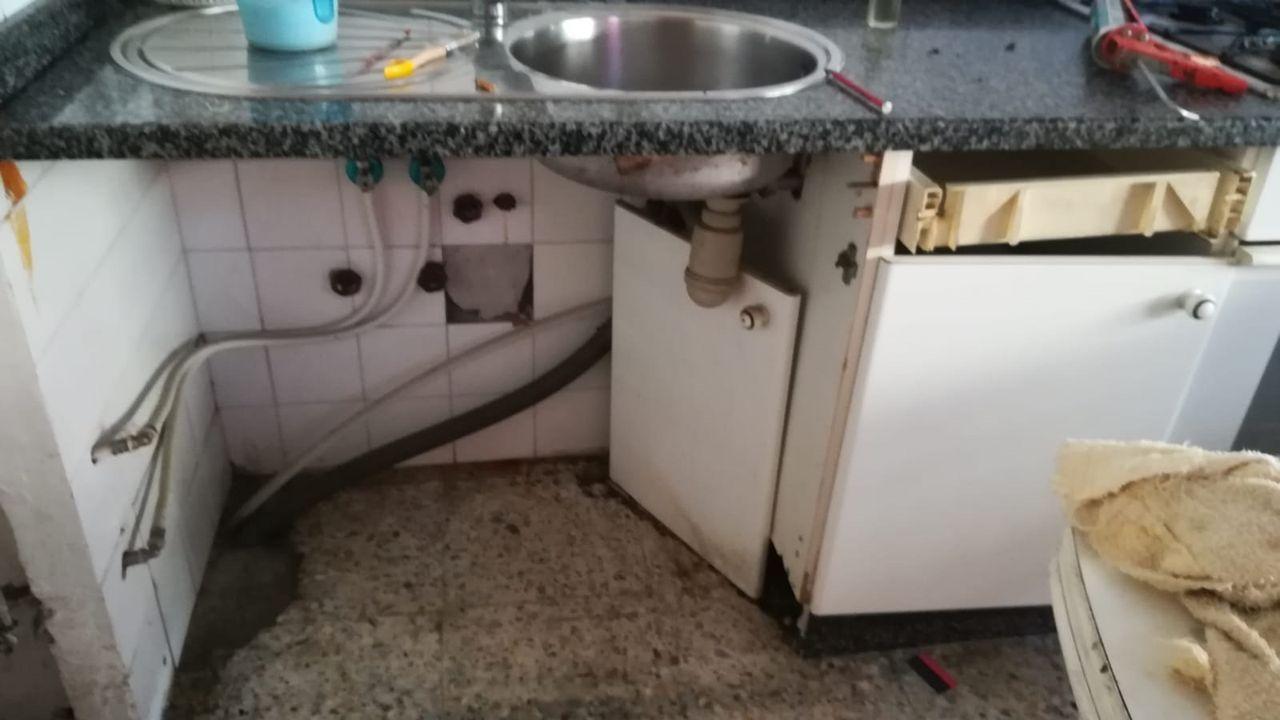 Los destrozos del piso de Torneiros, al que sus dueños no pueden volver por estar amenazados por vecinos.Imagen de archivo de los juzgados de Vigo