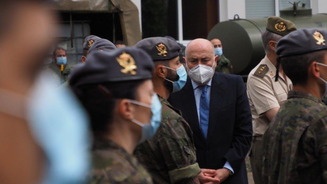 Sesenta días de alarma.Varios militares acuden a la zona de Urgencias del Hospital Universitario Central de Asturias (HUCA)