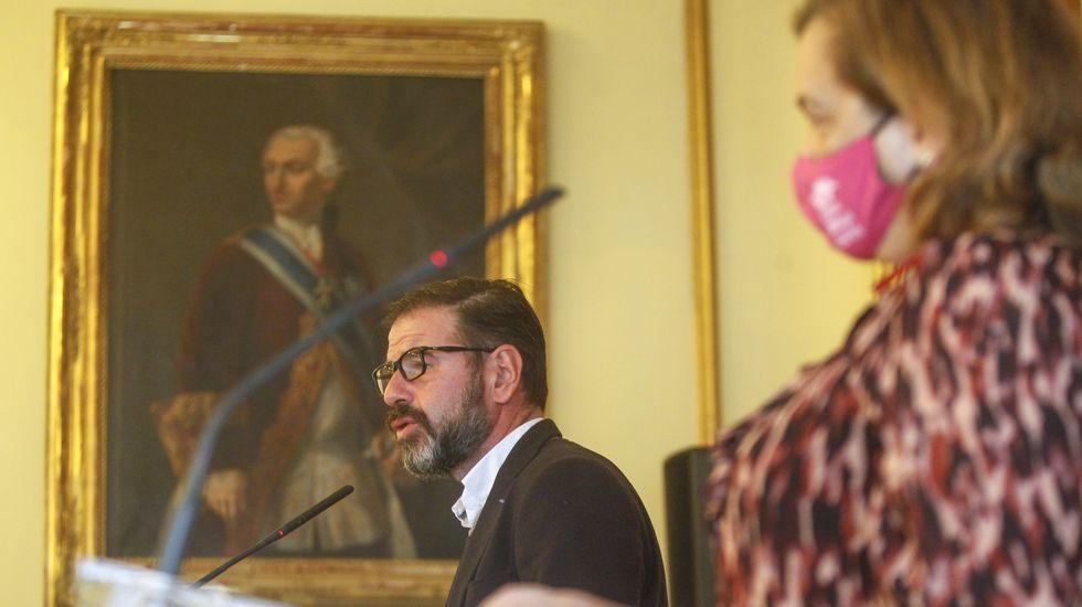 El alcalde, Ángel Mato, y la concejala de Economía e Facenda, María Teresa Deus, presentaron las nuevas ayudas