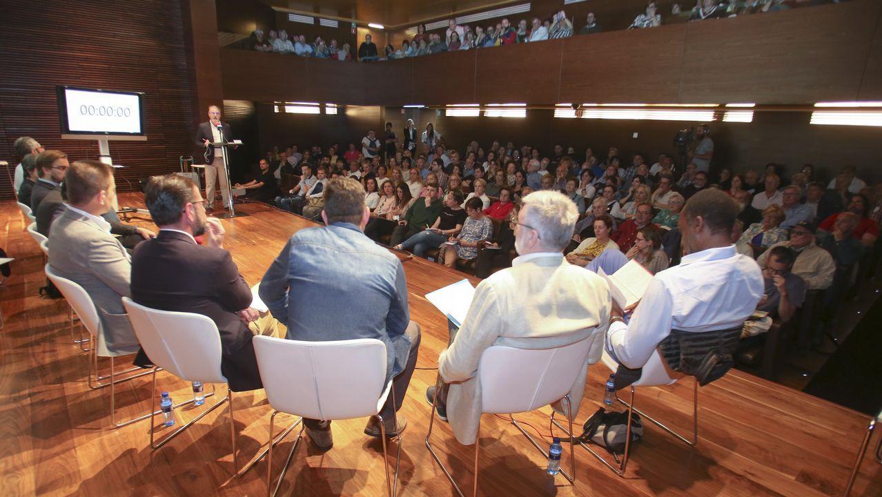 El debate de La Voz de Galicia con los candidatos a la alcaldía de Ferrol.El pacto más reciente. El 23 de junio de 2015, un apretón de manos de Suárez y Sestayo oficializaba el pacto entre FeC y el PSOE. Duró quince meses, hasta el 26 de septiembre del 2016.