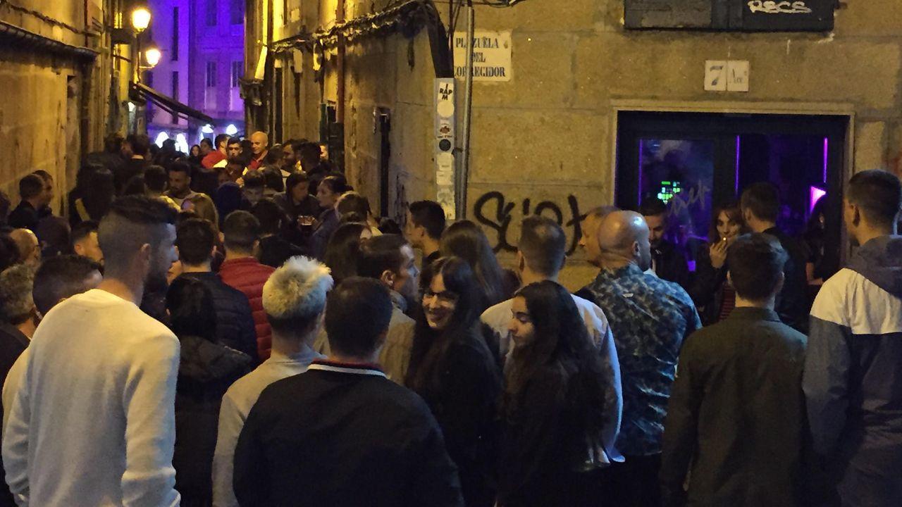 Los acusados de la manada de Manresa salen de la Audiencia de Barcelona entre abucheos, en una imagen de archivo