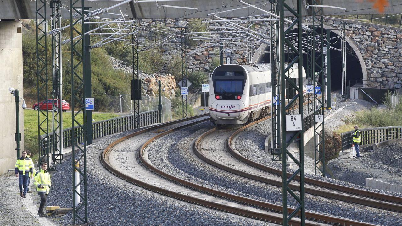 Imágenes del NO-DO confirman la cronología de la presencia de las estatuas del Mestre Mateo en Meirás.Los trabajos incluyen el despliegue del ERTMS en Angrois y en todo el trazado nuevo del eje atlántico entre A Coruña y Vigo