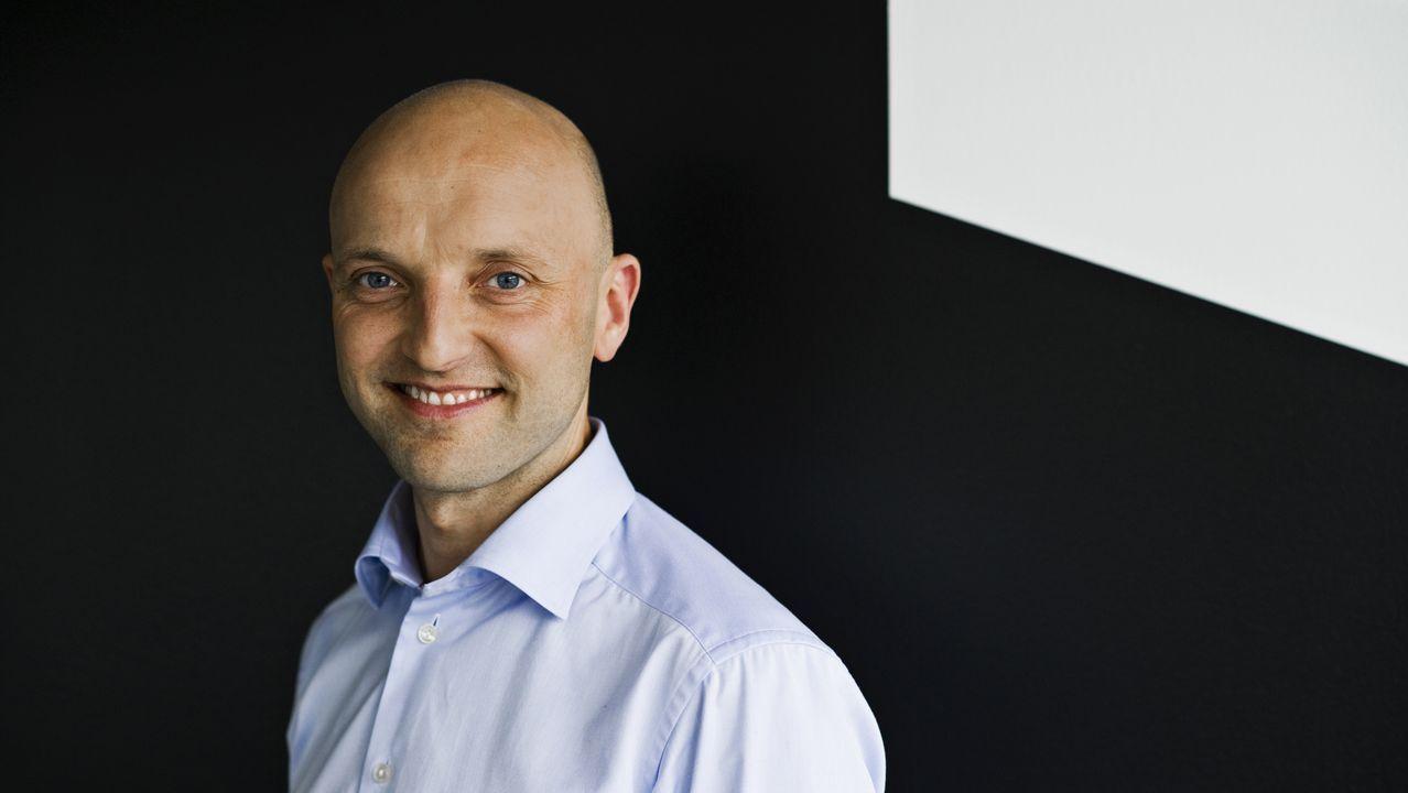 Peter Bang es Executive Director y CFO en Velux Finance