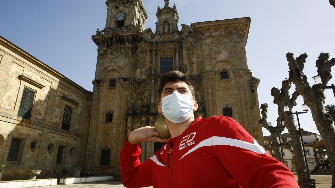 Más de 2.200 vecinos de entre 31 y 50 años de Porto do Son están citados para participar enel cribado que se inició ayer y continuará hoy en el hospital de Barban za