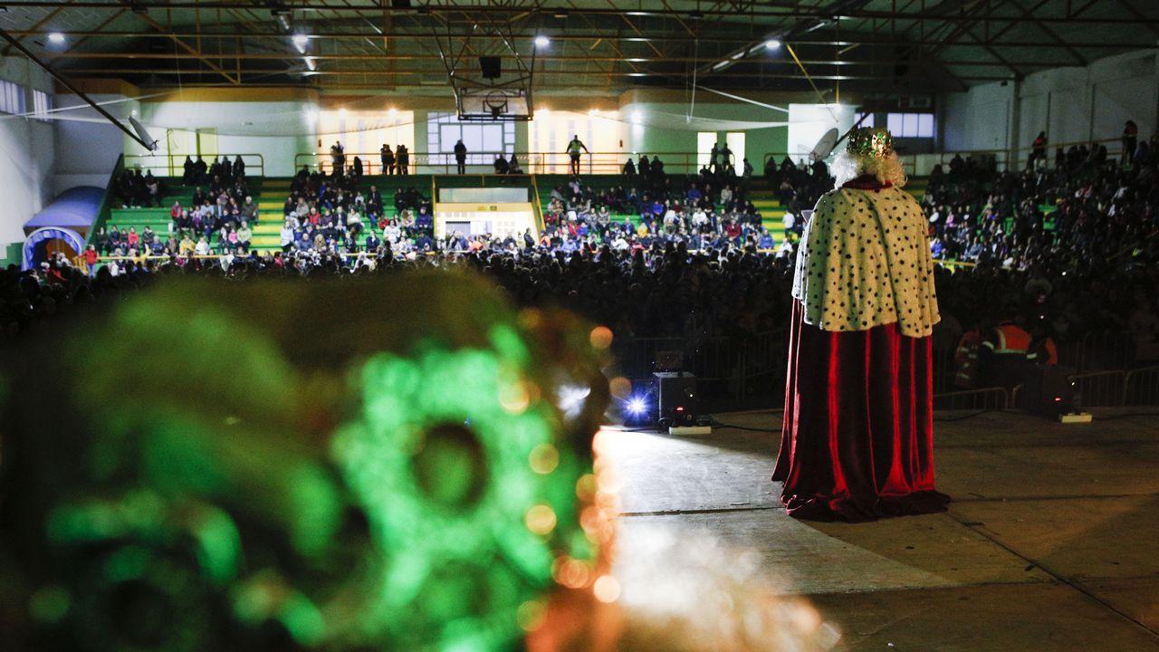 Cabalgatas de Reyes de Ourense.Verín también recibió la visita de sus majestades de Oriente antes de comenzar su reparto de regalos