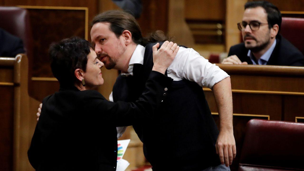 Mertxe Aizpurua (Bildu) besa a Pablo Iglesias