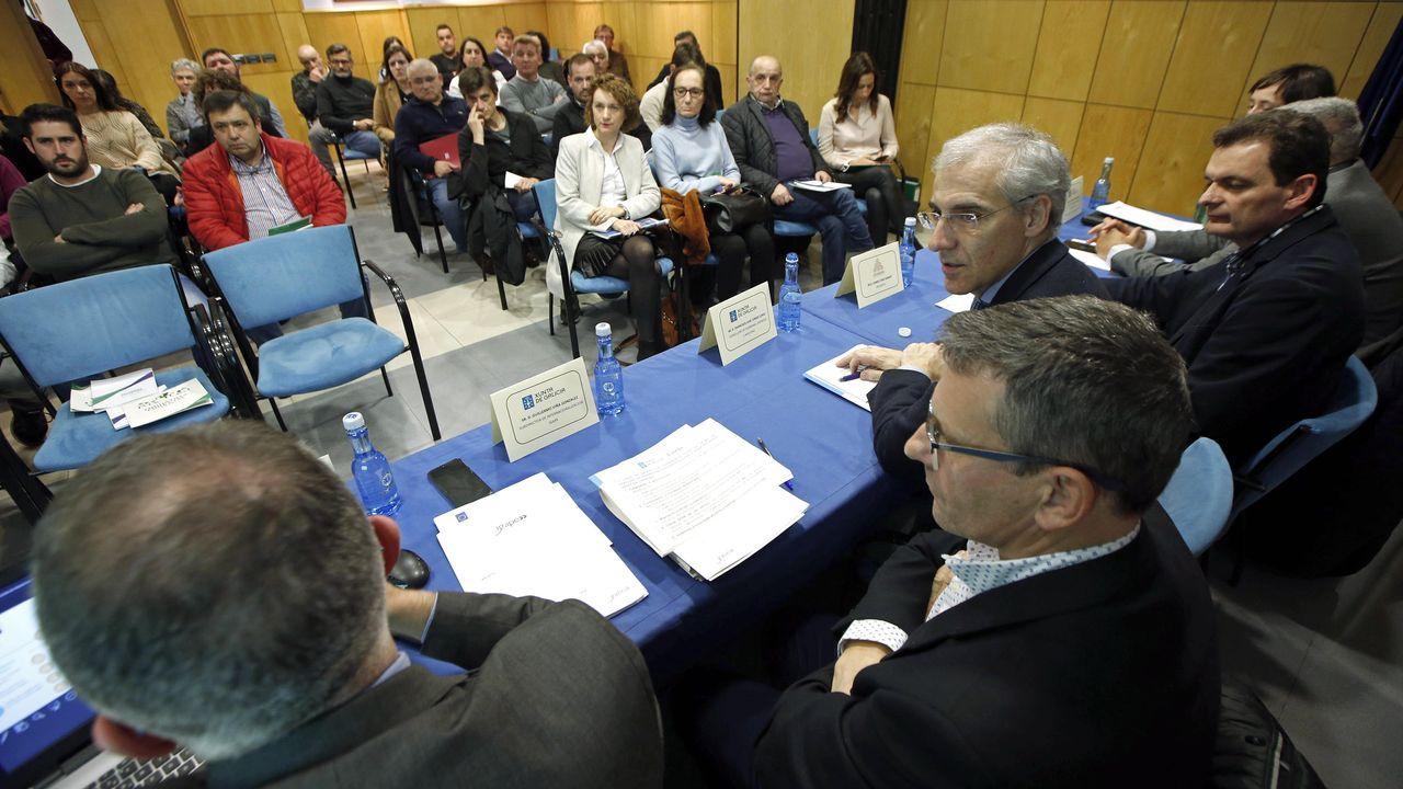 ¡Búscate en la inauguración de las ferias comerciales de Ribeira y Noia!.Reunión entre el PP de Galicia y Asturias