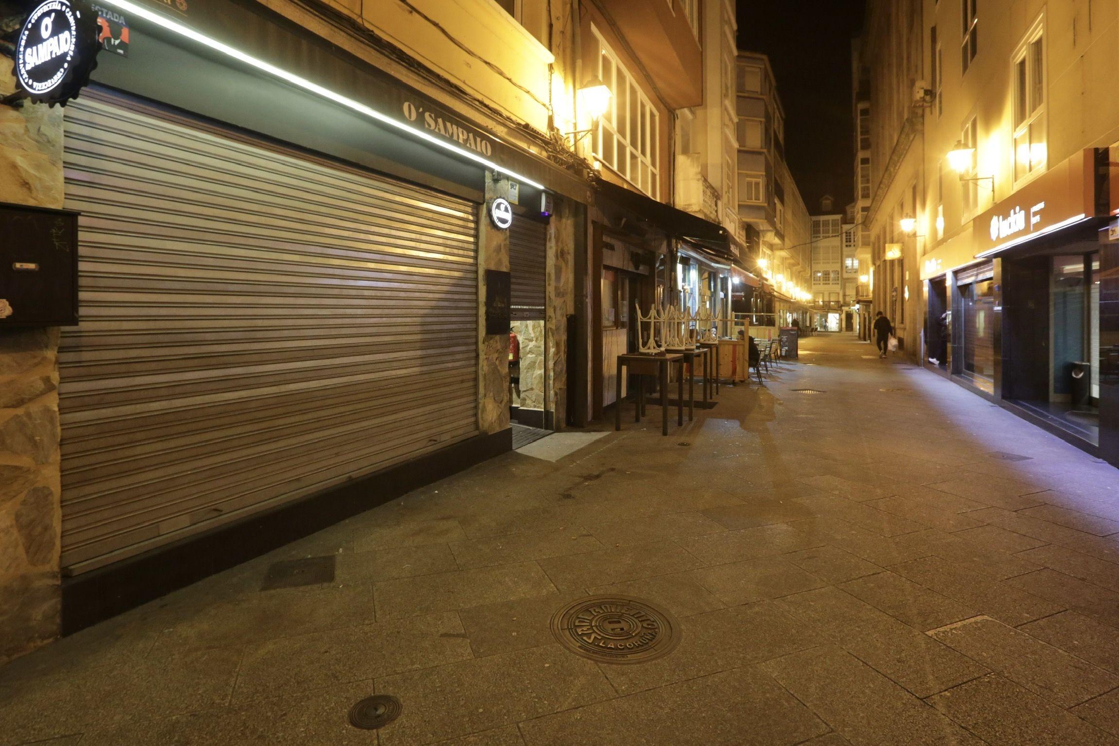 pasiva.Negocios de hostelería cerrados desde las 0 horas del sábado en la zona de la Barrera en A Coruña