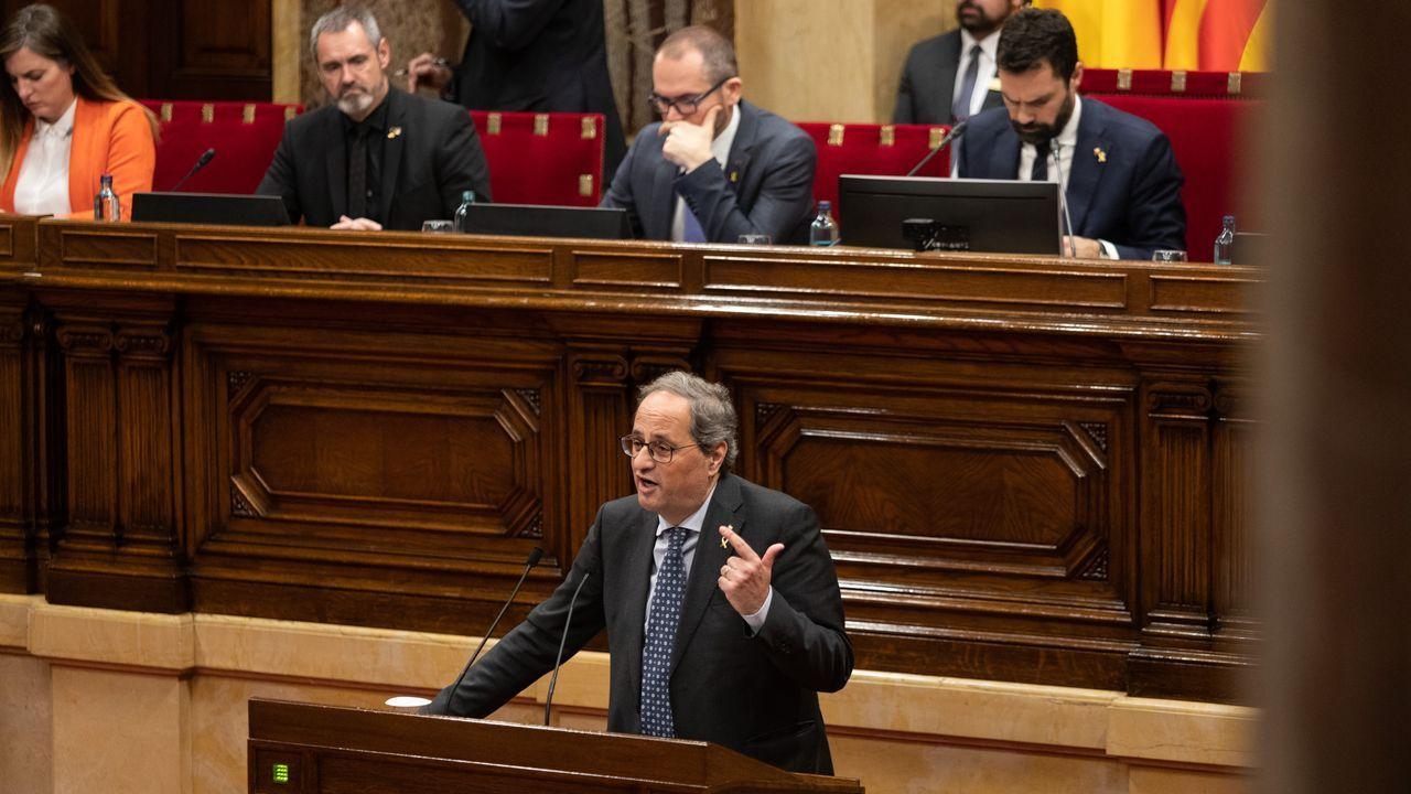 Nueva polémica con el catalán.El presidente del Gobierno, Pedro Sánchez (centro), posa con su nuevo Gabinete  en el palacio de la Moncloa antes del primer consejo de ministros celebrado el martes 14 de enero