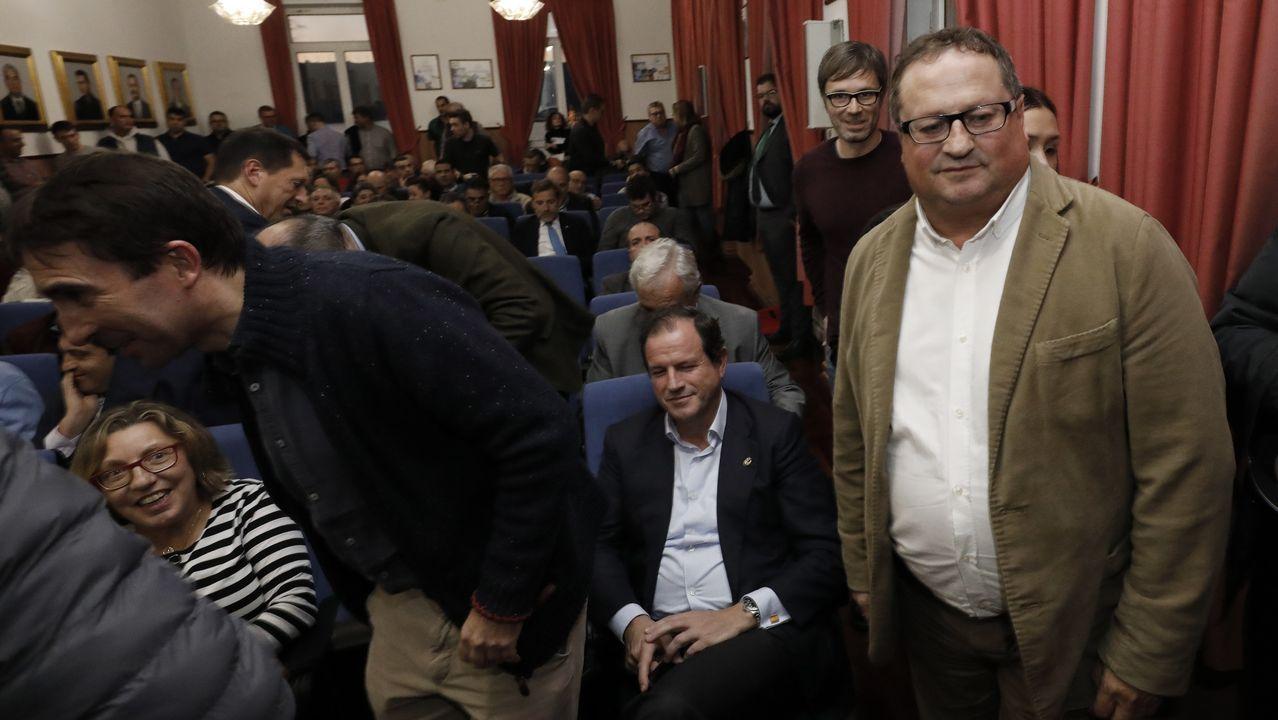 El Rey recibe en Zarzuela a las presidentas del Congreso y del Senado.Foto antigua de la agrupación musical del desaparcido centro O Lar Galego de Rotterdam