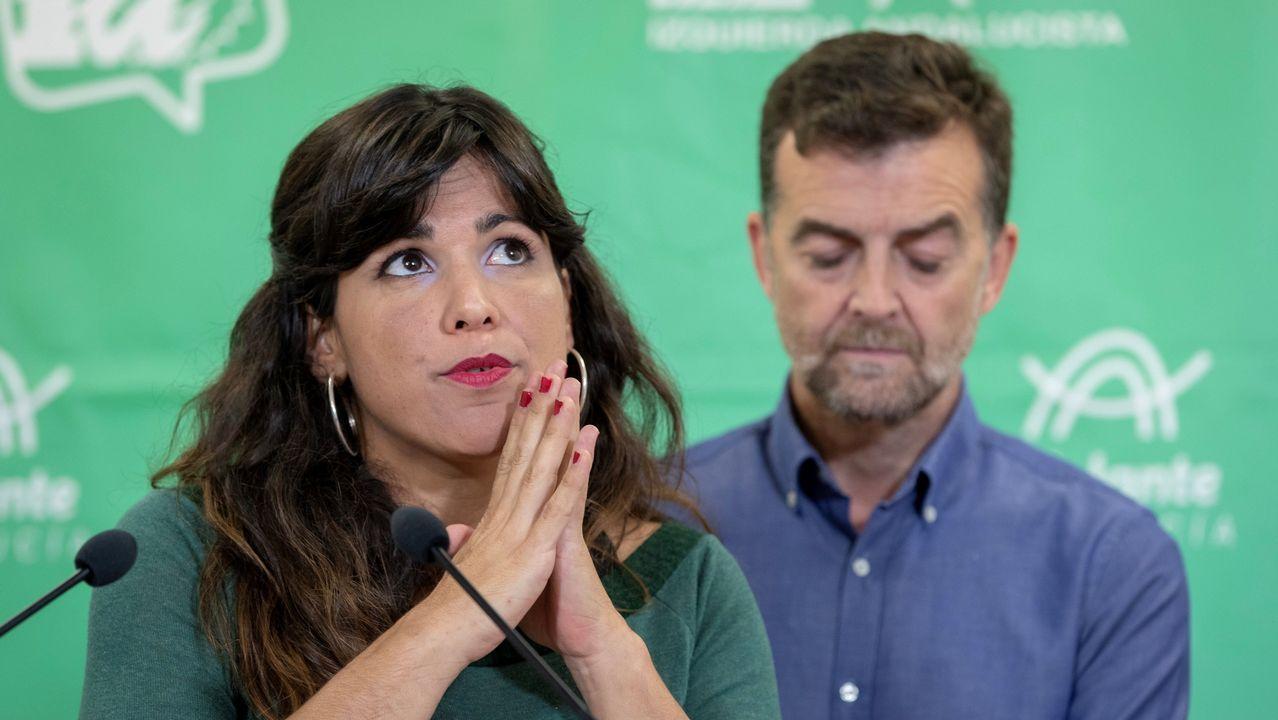 La coordinadora de Podemos en Andalucía, Teresa Rodríguez, junto al coordinador andaluz de IU, Antonio Maíllo