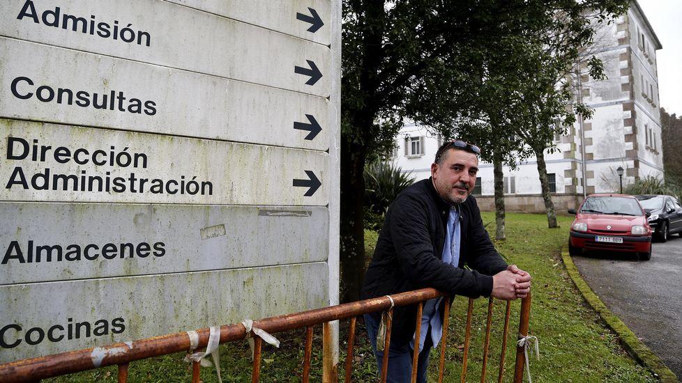 Manolo Chicote, ayer en su casa, tiene en proyecto un libro de recetas suyas y de las casas de comida tradicionales de Pontevedra.