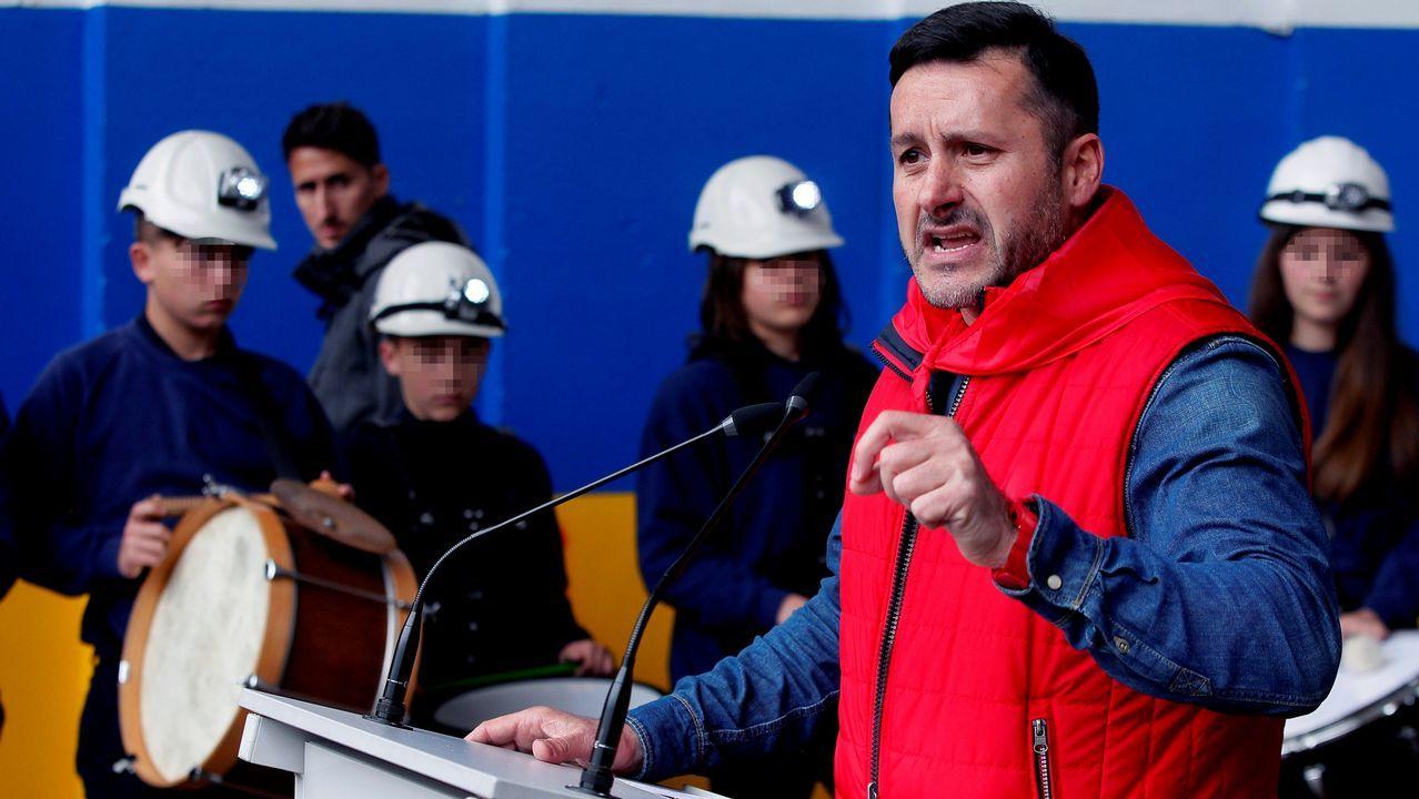 El secretario general de UGT en Asturias, Javier Fernández Lanero, interviene durante la manifestación del 1 de mayo convocada en Mieres