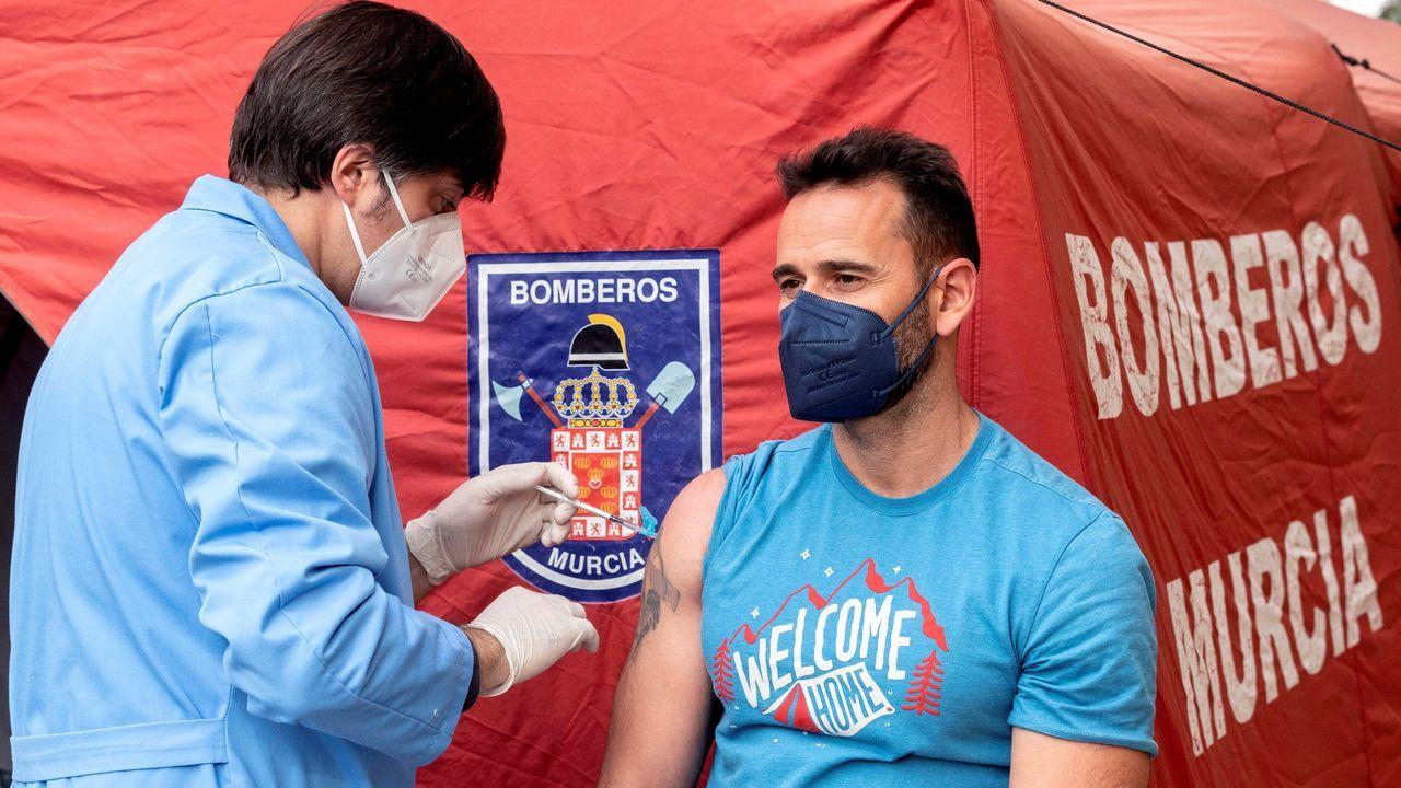 Vacunación de bomberos en Murcia