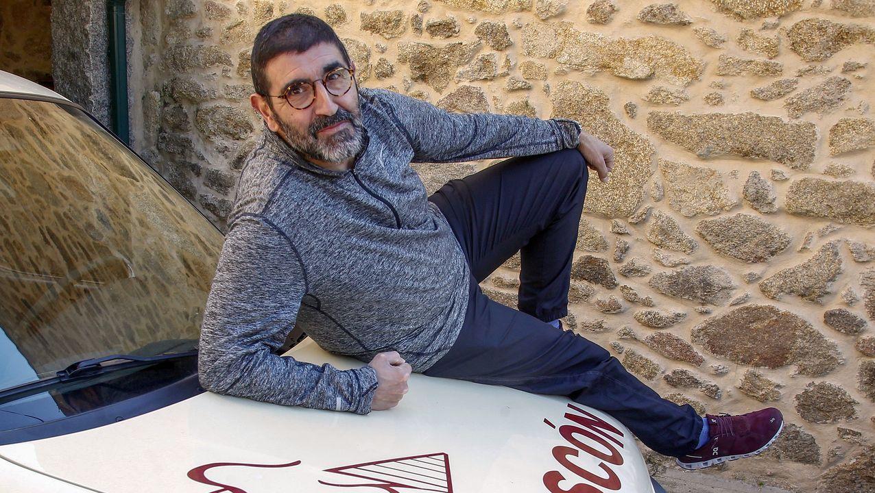 Pedro García Espasandín en su casa de A Cabana, donde pasa el confinamiento por el COVID-19